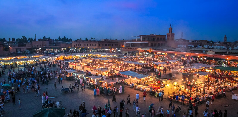 Het vierkant van Jemaa Gr-Fnaa bij avond - Marakech, Marokko royalty-vrije stock foto's