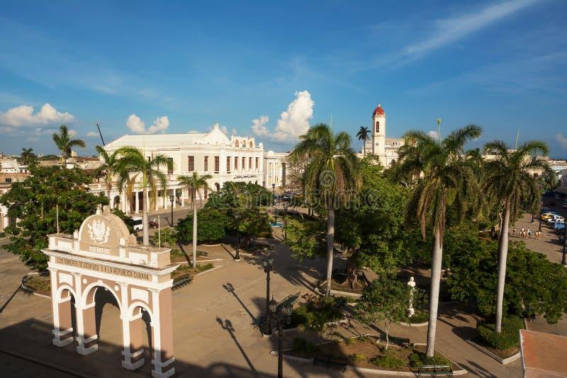 Het Vierkant van Josémart㬠in Cienfuegos die hierboven wordt gezien van stock afbeeldingen