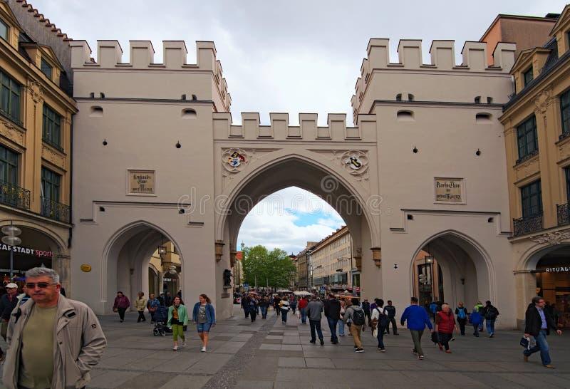 Het Vierkant van Karlstorgatekarlsplatz is één van wat beroemde de stadsmuur van München ` s was stock afbeelding