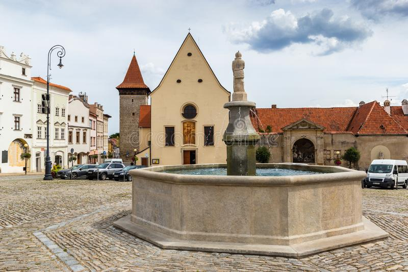 Het vierkant van Masaryk in Znojmo - Tsjechische Republiek Historisch centrum downtown stock foto