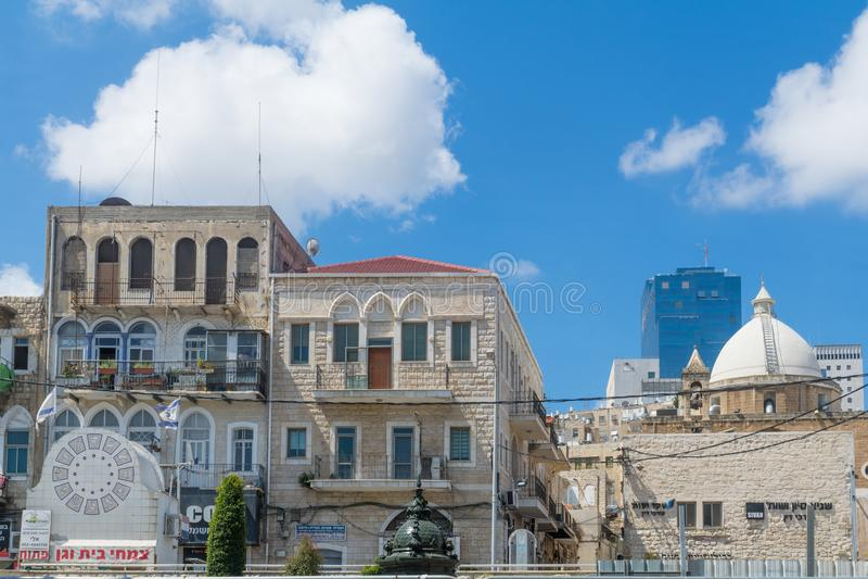 Het vierkant van Parijs, de Maronite-kerk in Haifa stock foto's