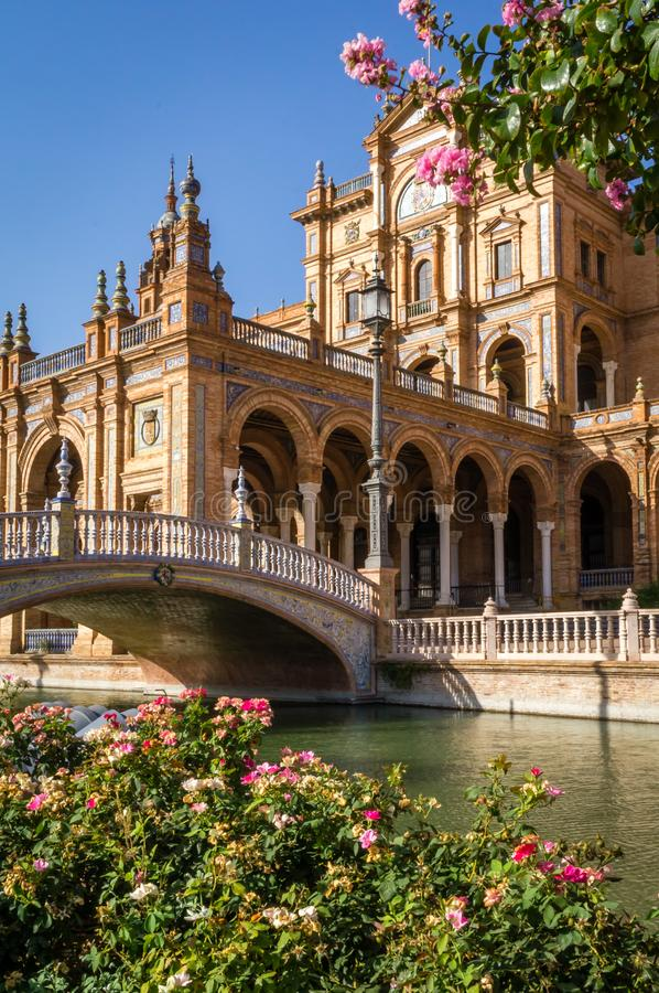 Het vierkante plein DE Espana van Sevilla Spanje, rivier en brug stock foto