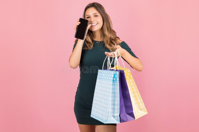 Het vinden van Meer Opslag om op Mobiele Telefoon te winkelen royalty-vrije stock afbeelding