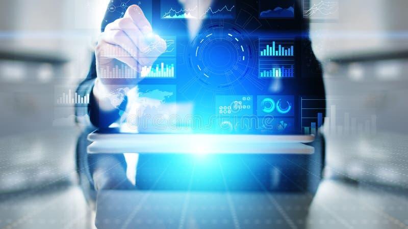 Het virtuele dashboard van de het schermbedrijfsinformatie, analytics en het grote concept van de gegevenstechnologie royalty-vrije stock foto