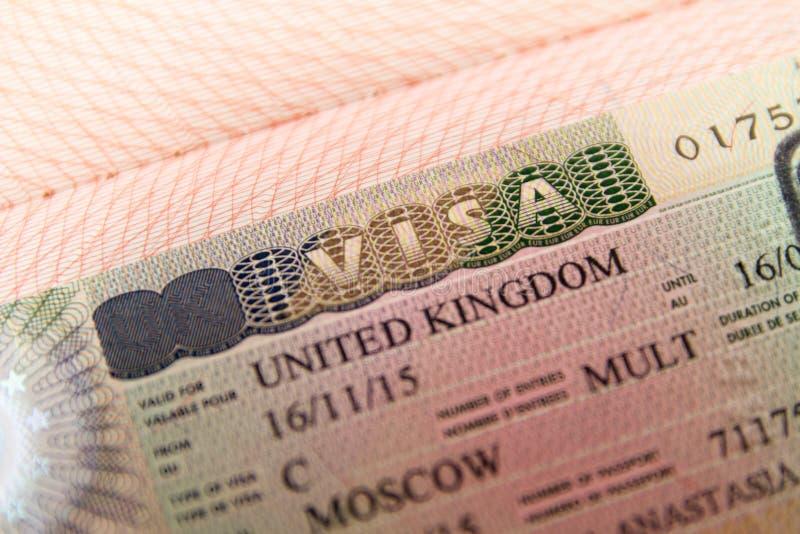 Het visum van het Verenigd Koninkrijk in paspoort stock afbeelding
