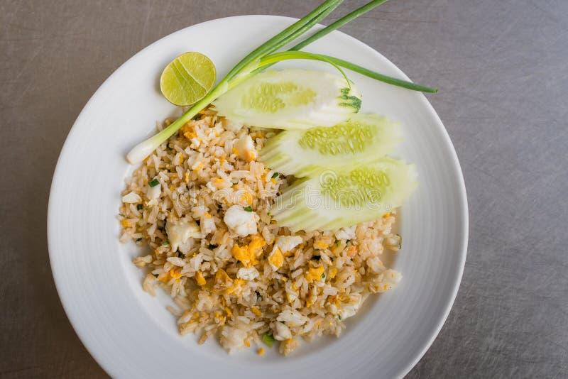 Het vlees gebraden rijst van de krab stock fotografie