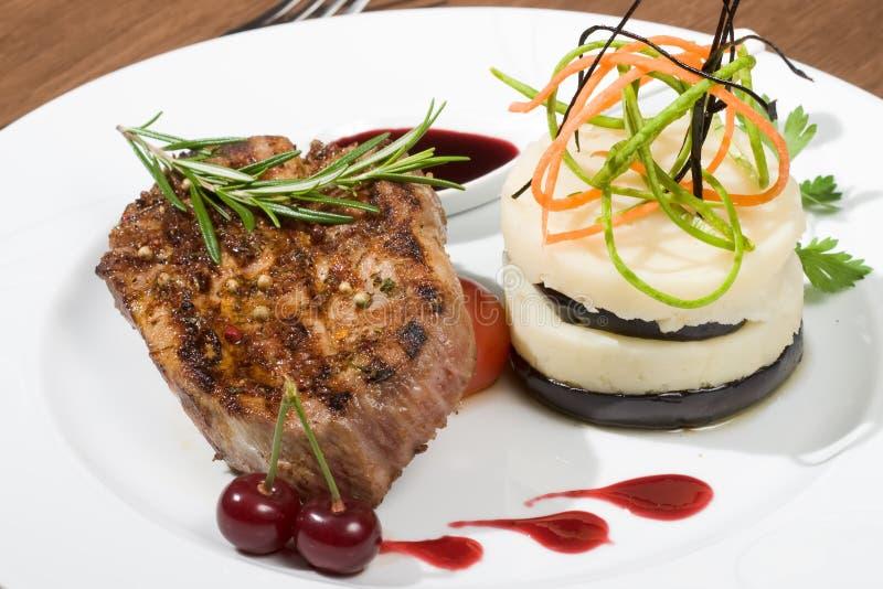 Download Het Vlees Van De Kotelet En Fijngestampte Aardappel Stock Afbeelding - Afbeelding bestaande uit versier, samenstelling: 10783251