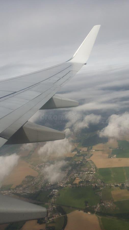 Het vliegen aan de maan royalty-vrije stock afbeelding