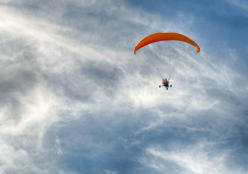 Het vliegen in het strand royalty-vrije stock fotografie