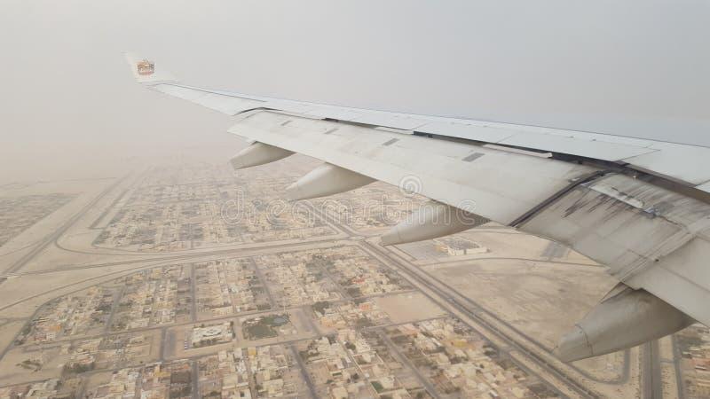 Het vliegen over Abu Dhabi stock foto