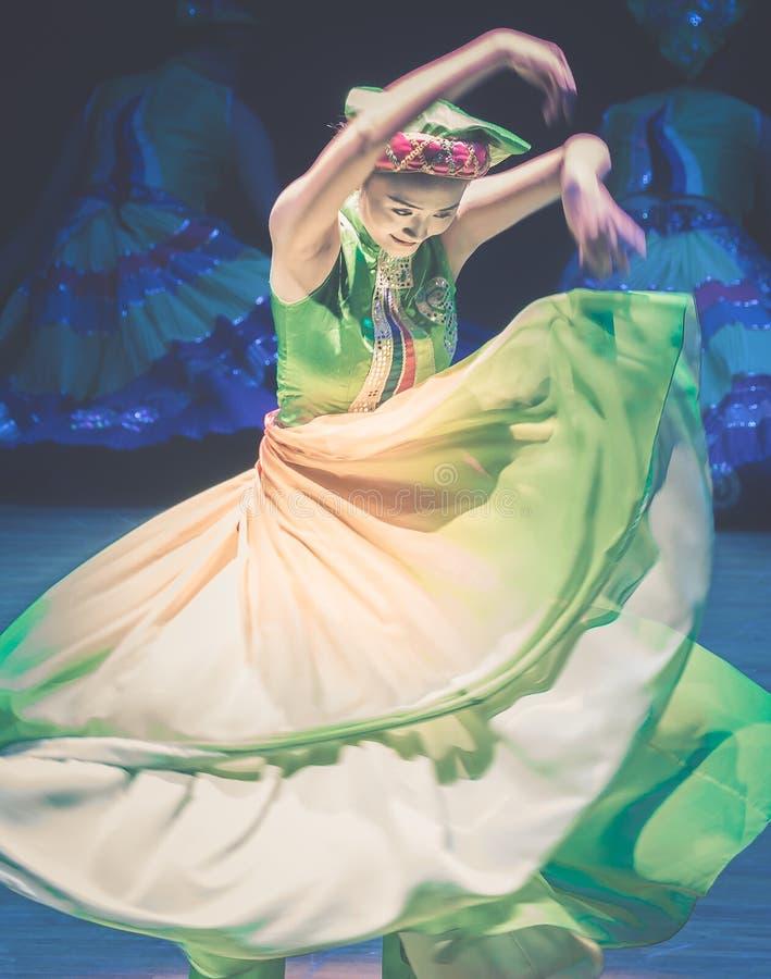 Het vliegen van rok-dans de volksdans dramaaxi sprong-Yi stock foto's