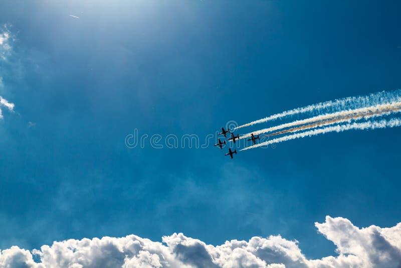 Het vliegen in Vorming stock fotografie