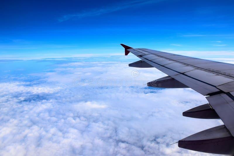 Het vliegtuig staart bij de hemel royalty-vrije stock afbeelding