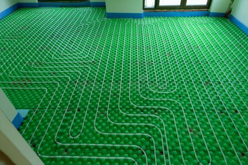 Het vloer verwarmingssysteem - nieuwe huisinstallatie stock afbeeldingen
