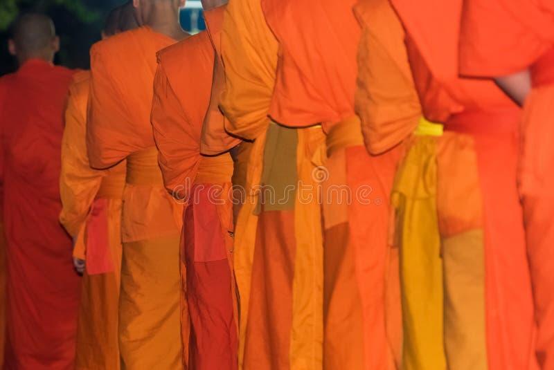 Het voeden van de monniken Het ritueel wordt genoemd Tak Bat, Luang Prabang, Laos Close-up stock foto