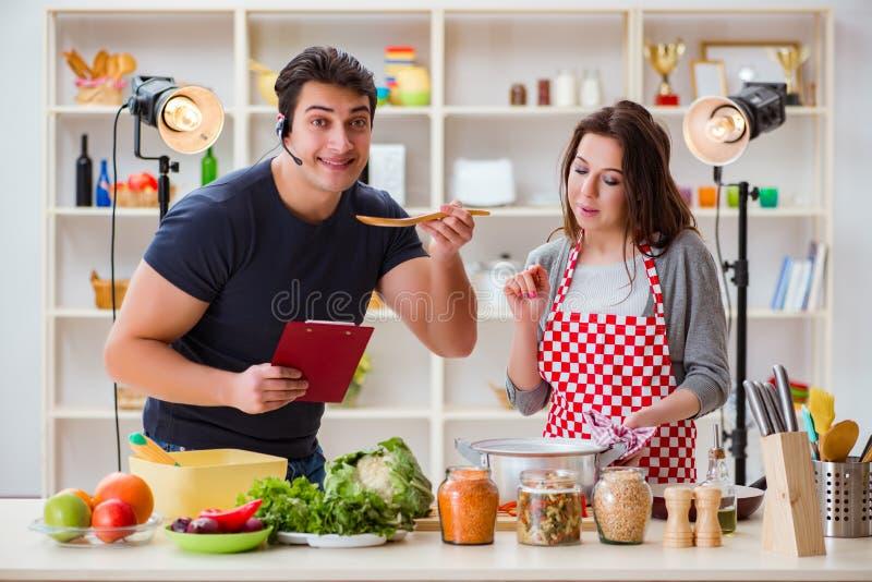 Het voedsel die TV koken toont in de studio royalty-vrije stock afbeeldingen