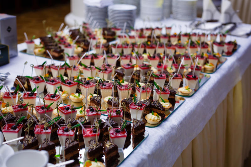Het voedsel van de buffetlijst royalty-vrije stock afbeelding