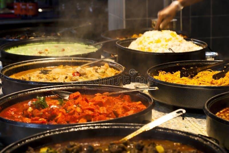 Het voedsel van de straat: Indisch keuken kruidig buffet royalty-vrije stock foto's