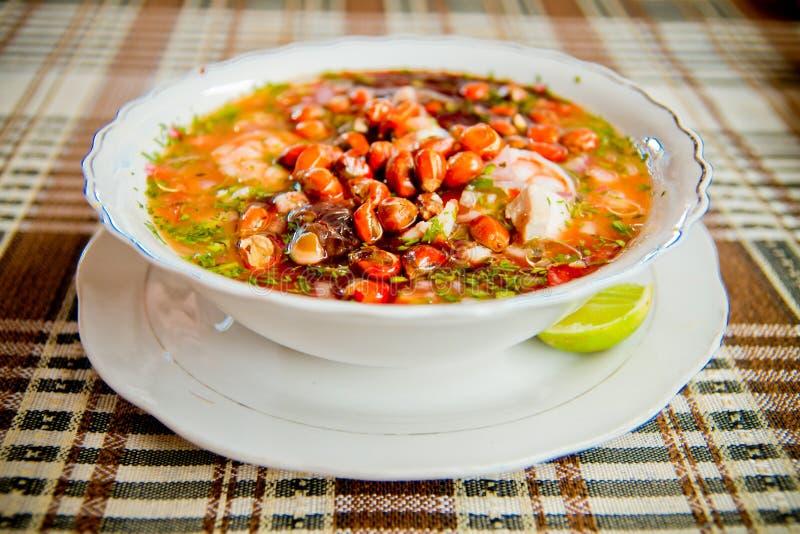 Het voedsel van Ecuador: garnalen en vissen ceviche, ruwe vissen royalty-vrije stock fotografie