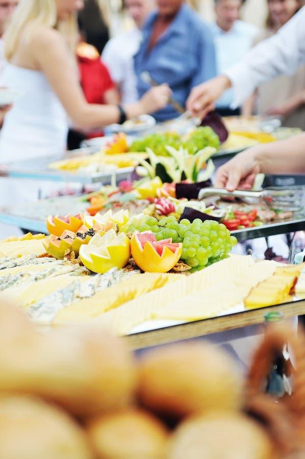 Het voedselmensen van het buffet royalty-vrije stock foto