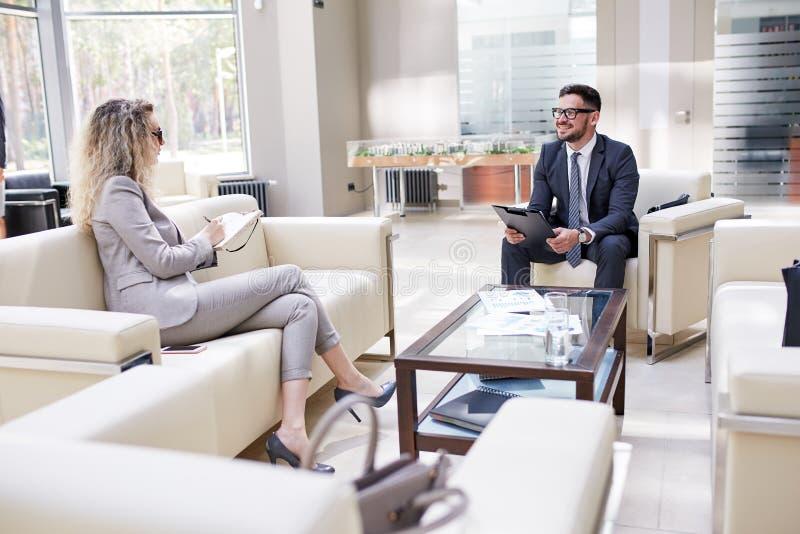 Het voeren van Onderhandelingen met Partner royalty-vrije stock foto