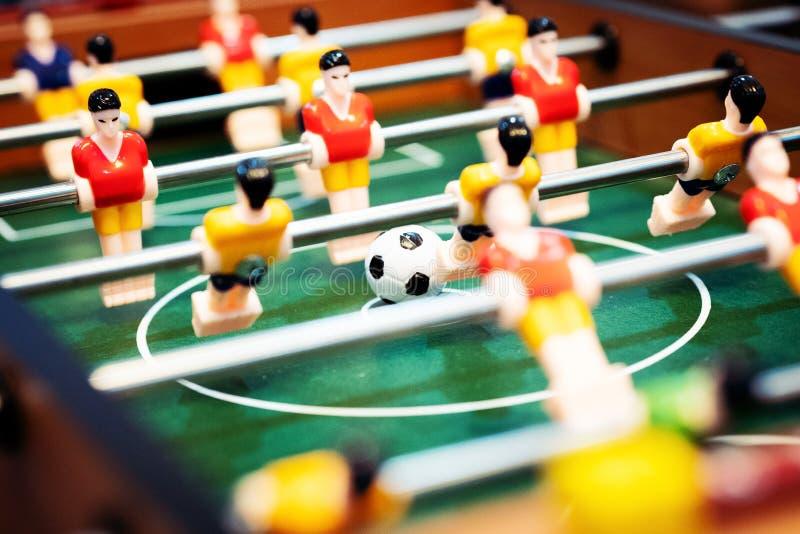 Het voetbal van de Foosballlijst voetbalster, sportconcept stock afbeeldingen