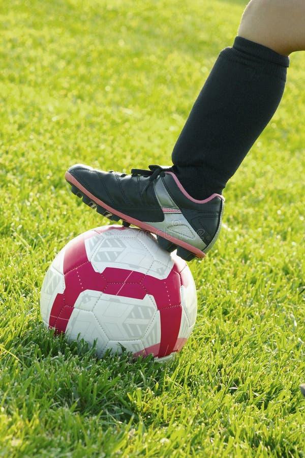 Het voetbal van meisjes stock afbeelding