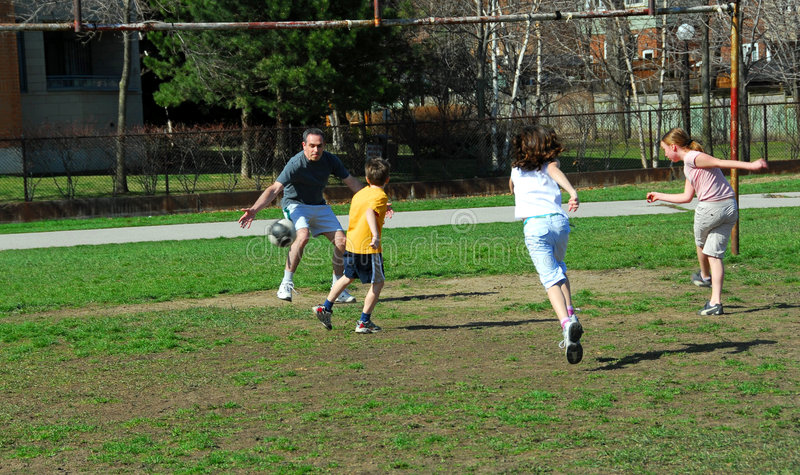 Het voetbalspel van de familie