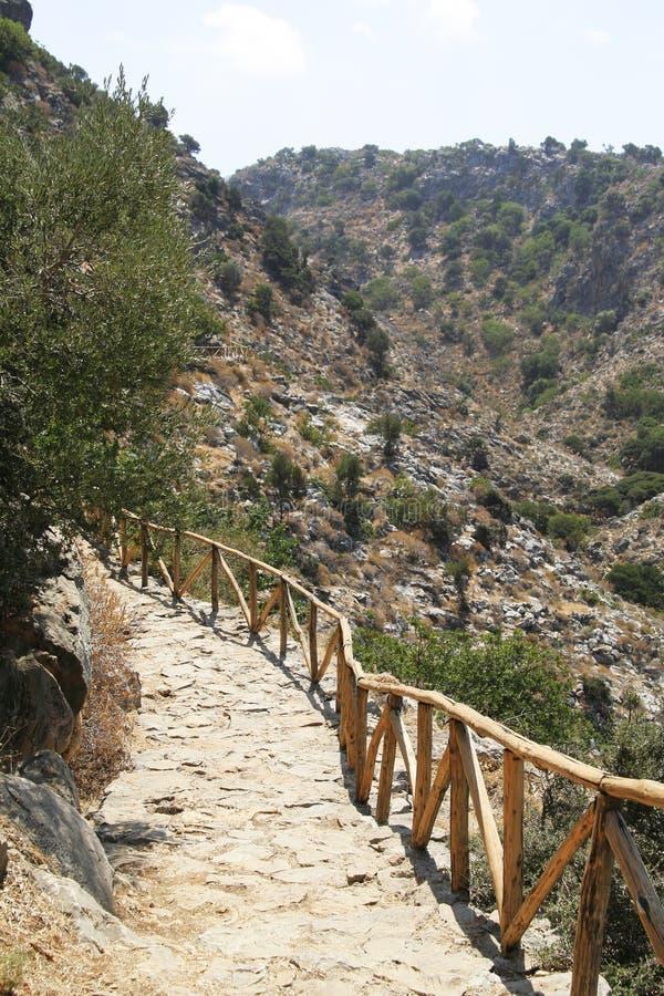 Het voetpad van de berg in Kreta stock afbeeldingen