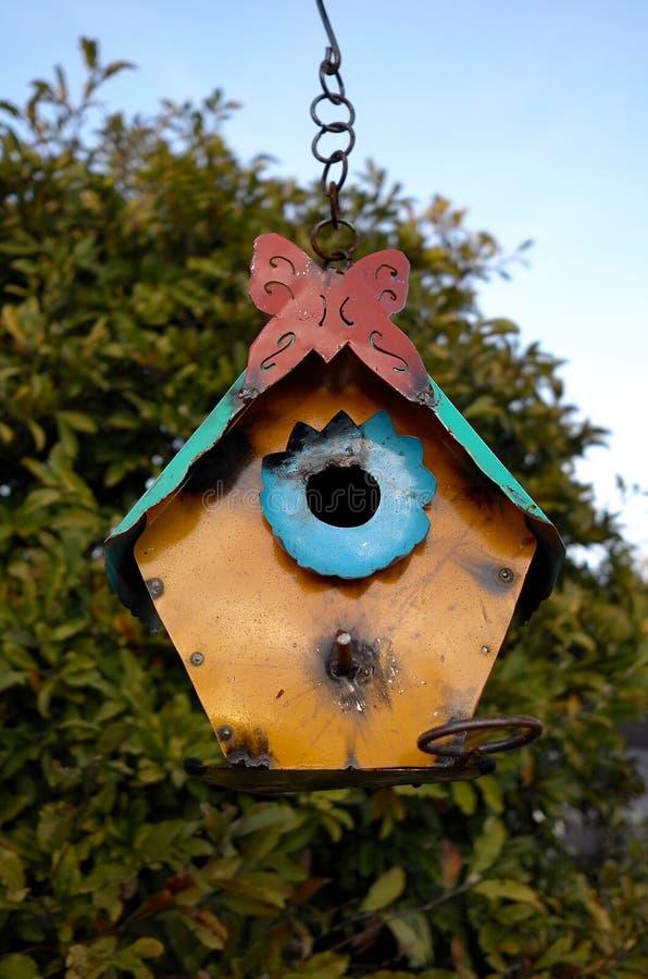 Het Vogelhuis van metaalsculture royalty-vrije stock foto