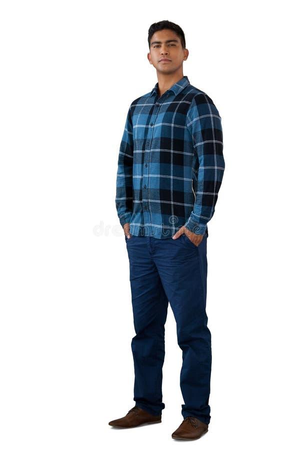 Het volledige lengteportret van de zekere jonge mens met dient zakken in stock fotografie