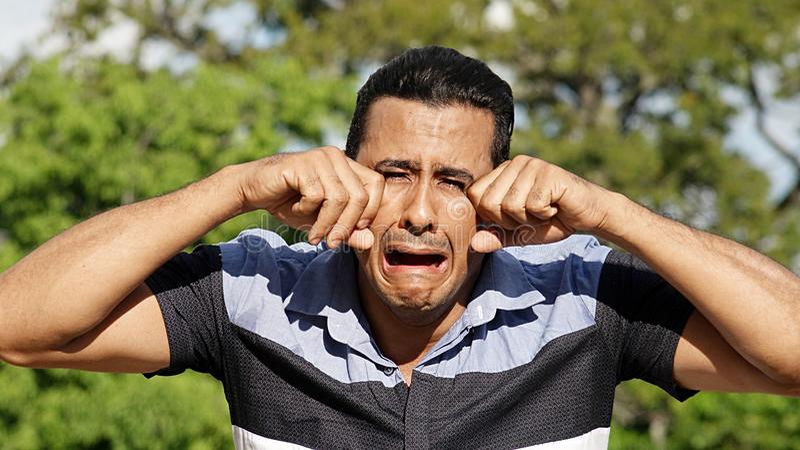 Het volwassen Spaanse Mannelijke Schreeuwen stock foto