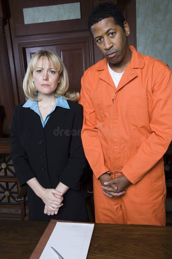 Het Vonnis van advocaatwith criminal awaiting stock afbeelding