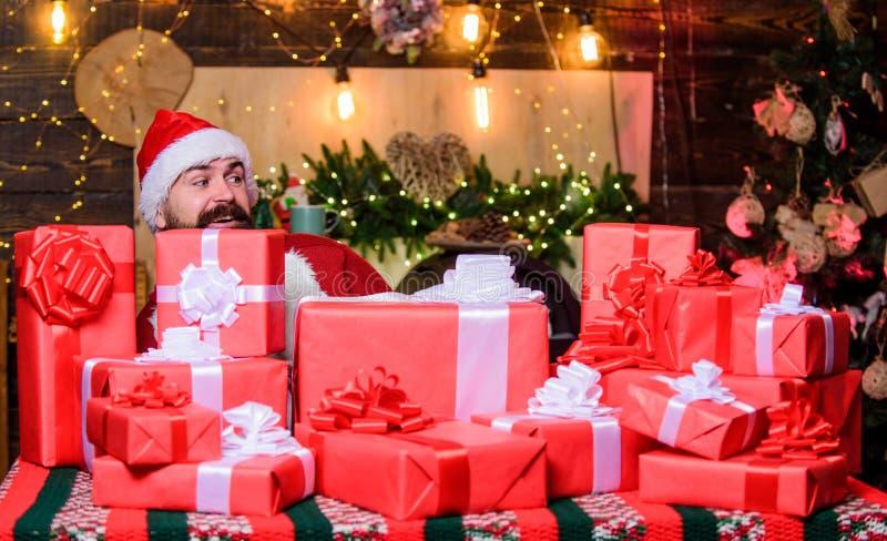 Het is voor mij winterwinkelen Erg hoffelijk hipster santa hat Kerstwinkelen beerman gelukkig nieuwjaar royalty-vrije stock afbeeldingen