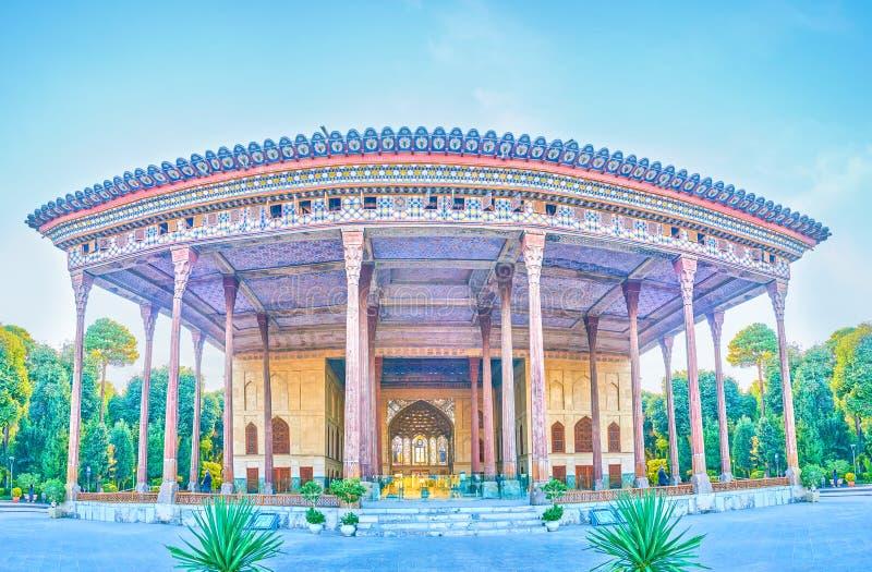 Het vooraanzicht over het Paleis van Chehel Sotoun in Isphahan, Iran stock foto's