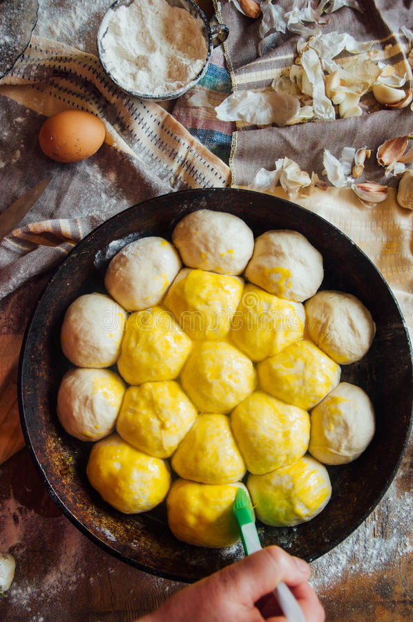 Het voorbereiden van broodjesbrood Rustieke stijl Ingrediënten voor eigengemaakte br royalty-vrije stock afbeeldingen