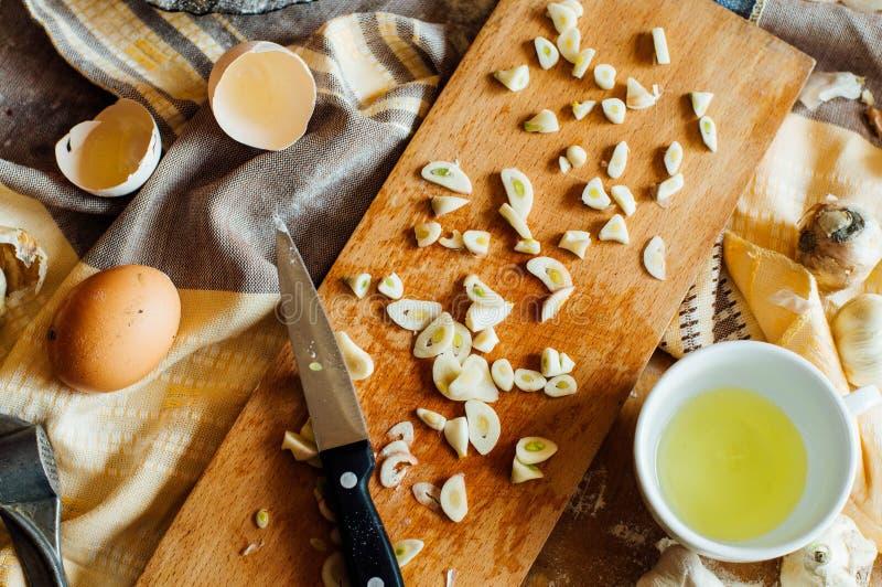 Het voorbereiden van broodjesbrood Rustieke stijl Ingrediënten voor eigengemaakte br stock afbeelding
