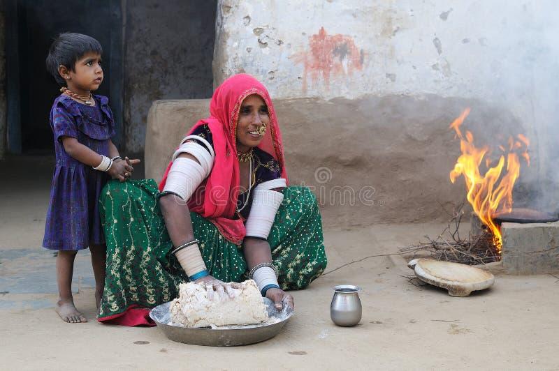 Het voorbereiden van chapati 3 stock foto