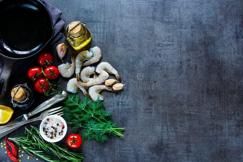 Het voorbereiden van verse zeevruchten royalty-vrije stock foto's