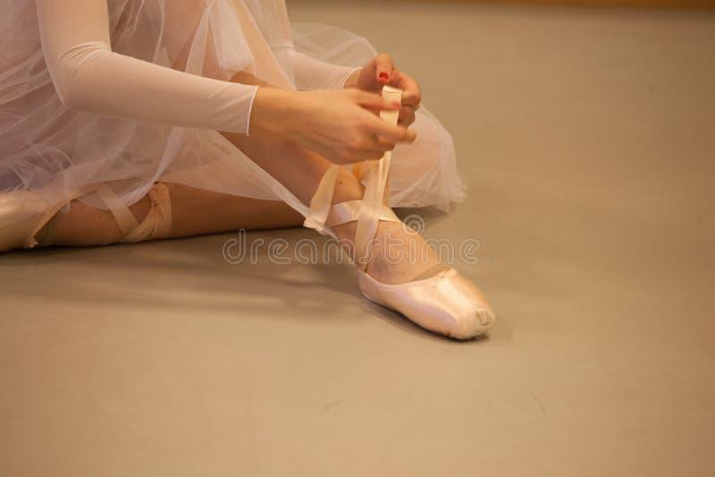 Het voorbereidingen treffen voor de dans royalty-vrije stock afbeeldingen