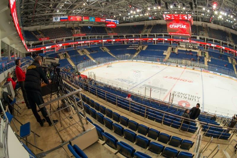 Het voorbereidingen treffen voor een hockeygelijke stock foto