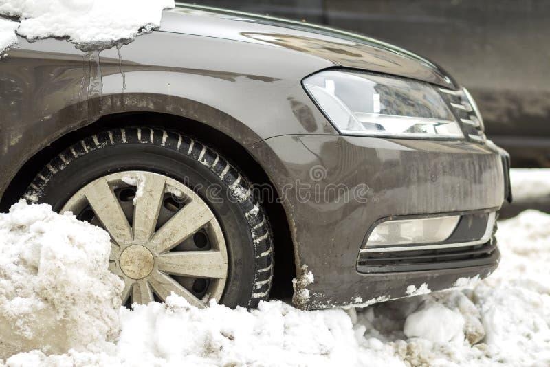 Het voordeel van het close-updetail van auto, wiel, bumper en kap in dee royalty-vrije stock afbeeldingen