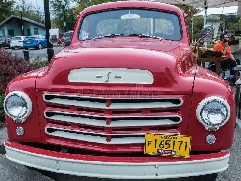 Het vooreind van de Studebakervrachtwagen royalty-vrije stock foto