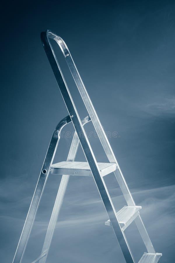 Het vouwen van ladder in rook stock foto's