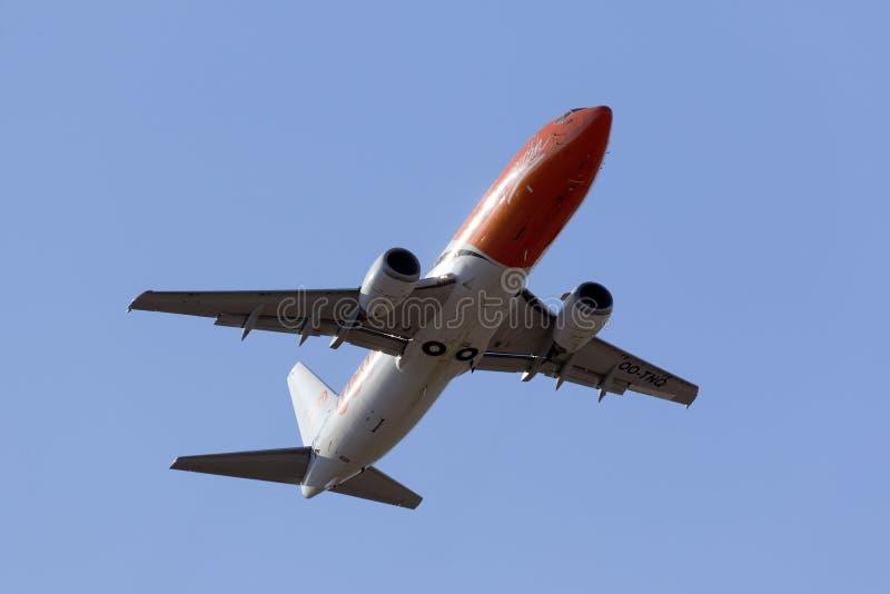 Het vrachtschip van TNT 737 het opstijgen royalty-vrije stock afbeelding