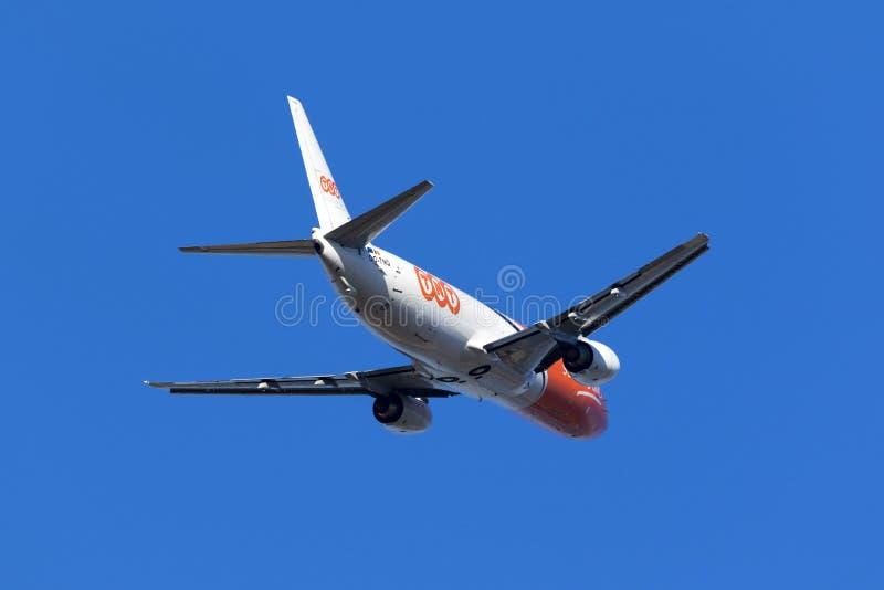 Het vrachtschip van TNT 737 het opstijgen stock afbeelding