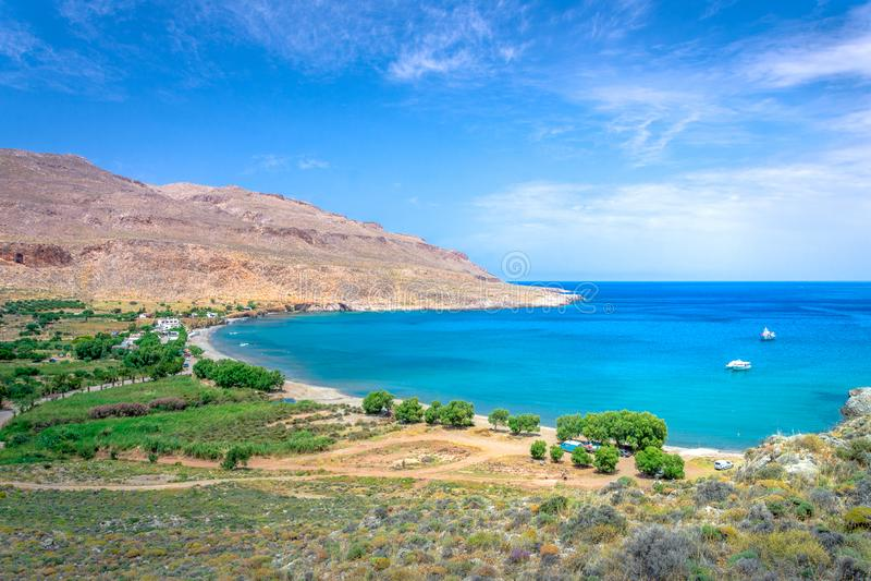 Het vreedzame dorp van Kato Zakros bij het oostelijke deel van het Eiland Kreta met strand en tamarisks, Griekenland stock foto