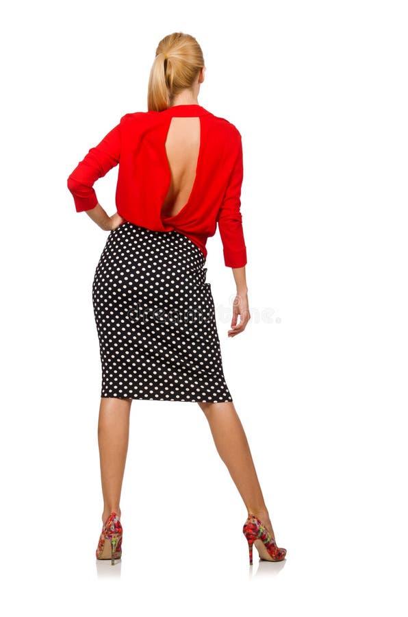 Het vrij blonde meisje die rode die blouse dragen op wit wordt geïsoleerd stock foto
