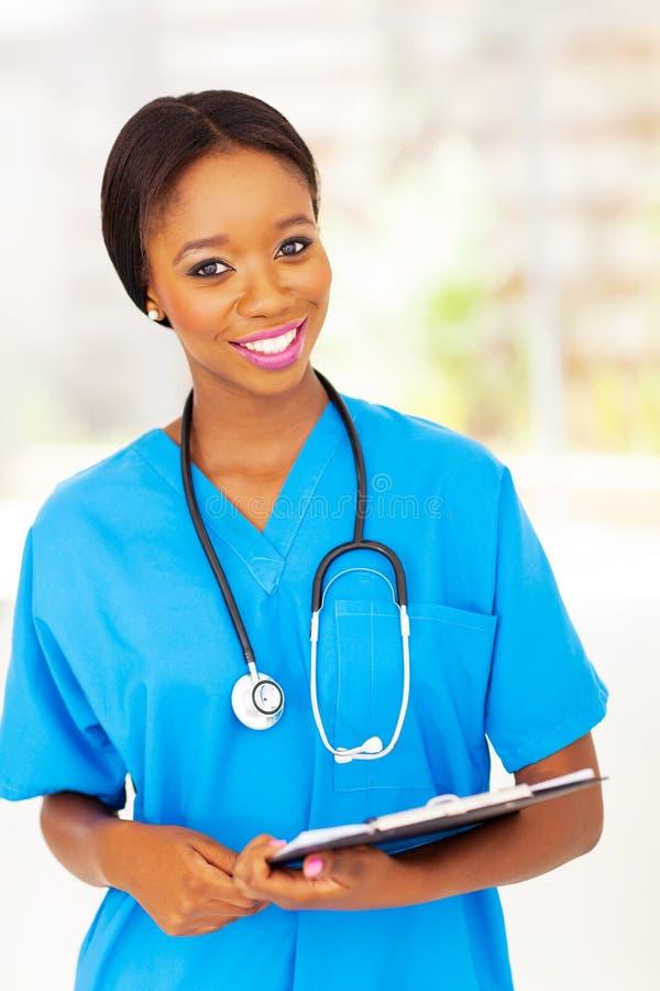 Afrikaanse medische verpleegster stock afbeelding