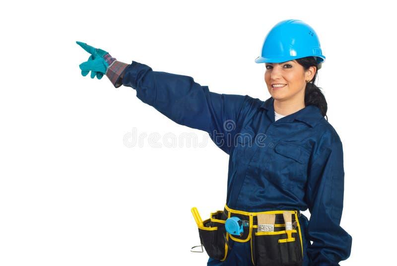 Het vrolijke aannemersarbeider richten stock foto